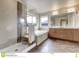interieur salle de bain moderne intérieur moderne blanc de salle de bains dans la maison toute
