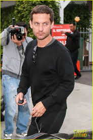 tobey maguire steps out after catching up with leonardo dicaprio