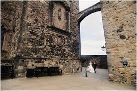 wedding arch edinburgh and duncan elopement to edinburgh castle st margaret s