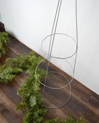 Easy Diy Christmas Tree Garland Fashion A Diy Christmas Topiary From A Basic Tomato Cage