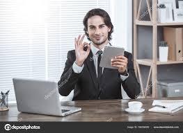 sexe au bureau homme d affaires travaillant dans la notion de travail de bureau