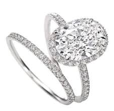 lively wedding band lively s engagement ring get the look everafterguide
