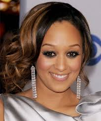 light brown hair with caramel highlights on african americans best hair color for dark skin tone women dark skin tone african