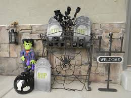 halloween porch decorating halloween front porch peeinn com