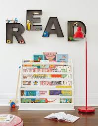 chambre montessori girlystan montessori aménagement d un coin lecture dans une