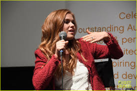 Keeping Up With The Joneses Isla Fisher Gets Saved By Jon Hamm U0026 Gal Gadot In U0027keeping Up With