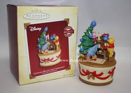 hallmark 2005 getting ready for ornament winnie the pooh