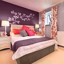 couleur de la chambre la couleur aubergine pour la chambre chambre inspirations