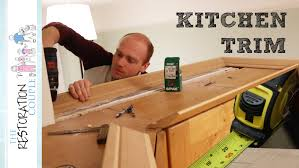 Fixing Kitchen Cabinets Fitting Kitchen Cornice And Pelmet Youtube