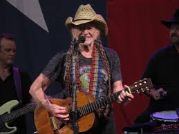 Live Willie Nelson The Family Band Play The Hits In The Heat And