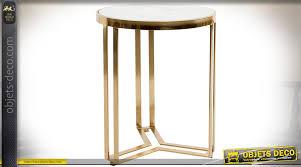 table basse bout de canapé table basse bout de canapé de style design en métal doré et