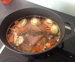 cuisiner pied de cochon pieds de cochon au vin blanc recette de pieds de cochon au vin
