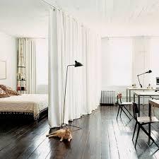 separation chambre la séparation de pièce amovible optez pour un rideau marron
