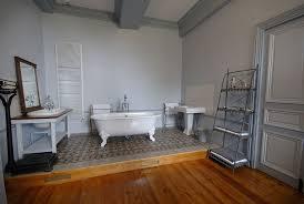 chambre avec baignoire suites spacieuse et chambres confortables pour séjour de charme ou
