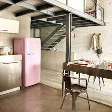 hotte industrielle cuisine quand un réfrigérateur smeg suffit à donner du style à la cuisine