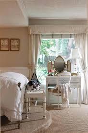 chambre a coucher avec coiffeuse décoration chambre vintage du charme à l ancienne deco de chambre