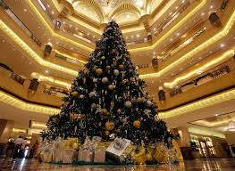 glamorous christmas decor ideas blending black with silver and