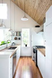 cuisine sous pente cuisine 10 idées d implantations originales tiny houses