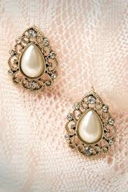 20s earrings 20s chique pearl earrings in gold