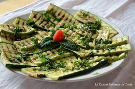 cuisiner des courgettes au four un dîner végétarian poivrons rouges au four et courgettes grillées