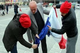 French And Dutch Flag Erdoğan Fans Burn French Flag Attack Norwegian Journalist