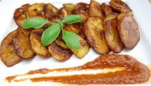 cuisiner le plantain recette alloco banane plantain mûre frite toutes les recettes