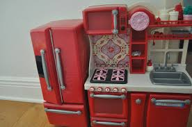 an american girl doll story doll kitchen review og part 1 here is a picture of the whole entire set the fridge separates from the main kitchen island so you can really arrange this set however you d like