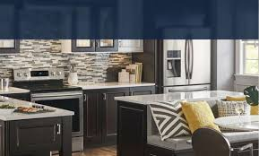 which kitchen cabinets are better lowes or home depot kitchen cabinetry