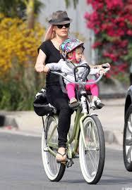 siege avant bebe velo pink ne quitte jamais sa fille l installe à l avant du vélo