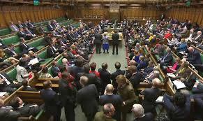 chambre des communes brexit le oui des députés britanniques à theresa may la croix