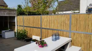 abri jardin bambou les clôtures de jardin en bambou palissade bambou