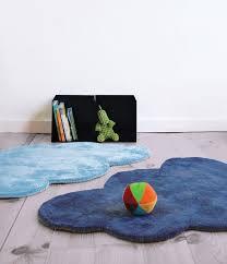 tapis de chambre enfant tapis chambre bebe bleu ciel famille et bébé