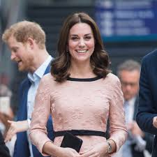 hairstyles for giving birth kate middleton pregnancy haircut october 2017 popsugar beauty