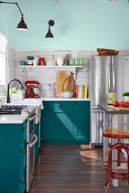 peindre des armoires de cuisine en bois cuisine bleu canard et bois pour se plonger dans dynamisme et