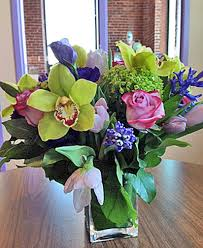 local florists flower arrangements by showcasing the work of