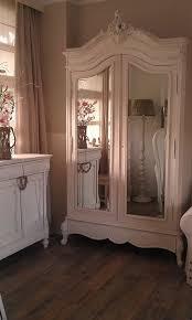 Refinishing Wood Furniture Shabby Chic by Best 25 Shabby Chic Wardrobe Ideas On Pinterest French Bedroom