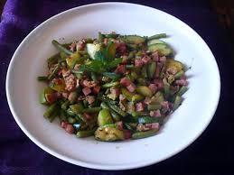cuisiner des courgettes à la poele recette de poêlée haricots verts courgettes jambon