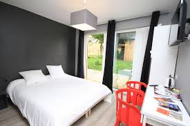 what does chambre in charming bed and breakfast les cabanes de do in le mans