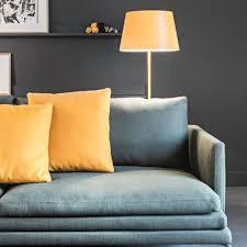 canapé coussins canapé bleu gris avec déco chic et coussins jaunes photos de