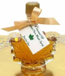 bulk wedding favors vermont maple syrup maple leaf shaped wedding favor pieces of