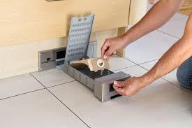 plinthe sous meuble cuisine aspirateur sweepovac pour plinthe de cuisine 5b0 cuisinesr