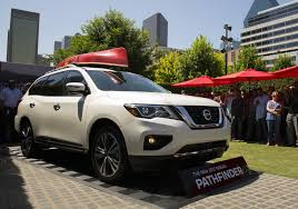 nissan pathfinder 2017 nissan pathfinder debuts with new look more power