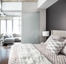 wohn schlafzimmer einrichtungsideen raumteiler für schlafzimmer 31 ideen zur abgrenzung