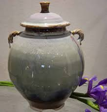 ash urns how to choose a cremation urn cremation resource