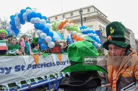 photos et images de st s day parade in getty images