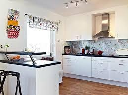 cuisine blanche avec plan de travail noir cuisine blanche avec plan de travail noir 73 idées de relooking