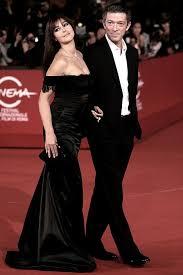 Monica Bellucci Vanity Fair Pregnant Monica Bellucci Emulates Demi Moore Again As She Poses