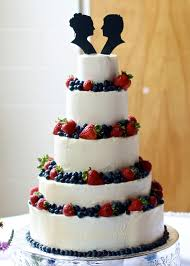 wedding cake fillings yammie s noshery wedding cake with berries and silhouette toppers