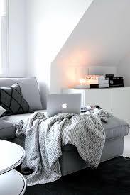 chambre a coucher noir et gris lit chambre à coucher noir et blanc livres gris image