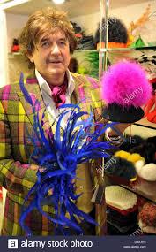 Pferderennen Baden Baden Couturier Olivier Mauge Präsentiert Eine Auswahl Von Hüten Die